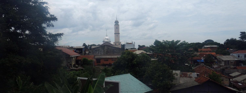 Blick aus dem Fenster des KRL nach Bogor