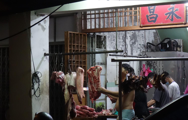 Schweinefleisch am Spieß