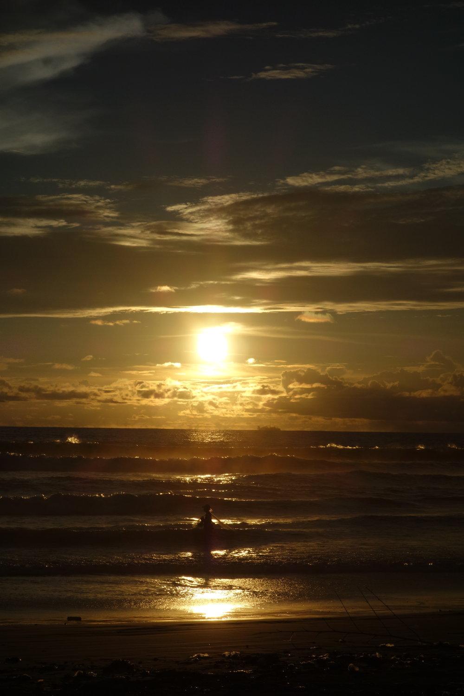 das waren wir selber überrascht, dass wir die Sonne hinter der Kante untergehen konnten